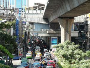 BTS/MRT駅前立地のメジャーホテル