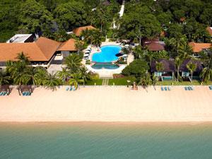 海に面して建つホテル