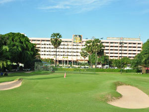 Hotels with Golf Ranges / Golf Courses
