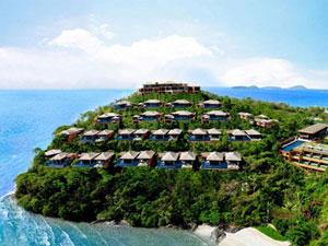 海沿いの崖に建つホテル